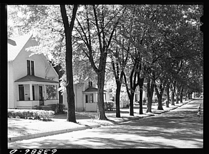 17. This is what a residential street in Elgin looked like in 1941.