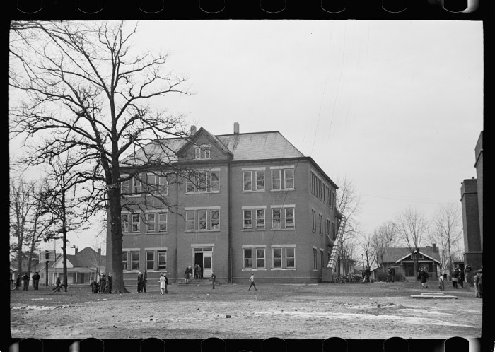 6. This is what the Herrin, Illinois school looked like in 1939.