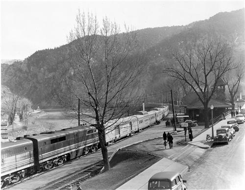 3. Glenwood Springs