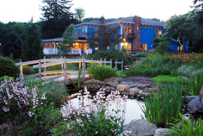 2. Whispering Pines Bed & Breakfast (Dellroy)