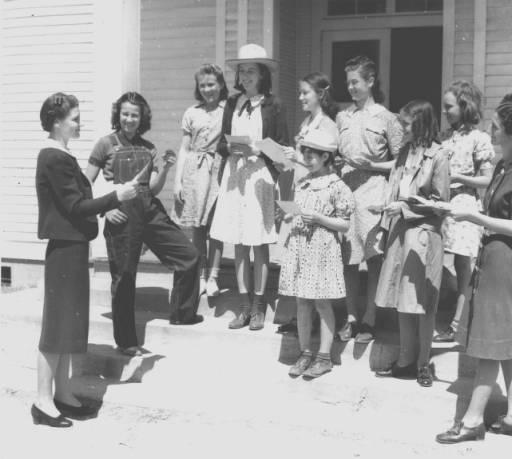 12) The smart Ivey Bluff school girls