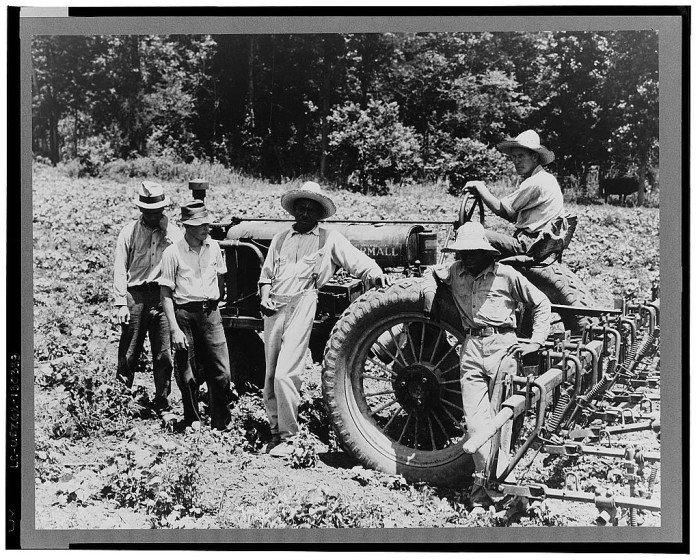 13. Workers on a cooperative farm in the Delta pose for a picture in the summer of 1937.