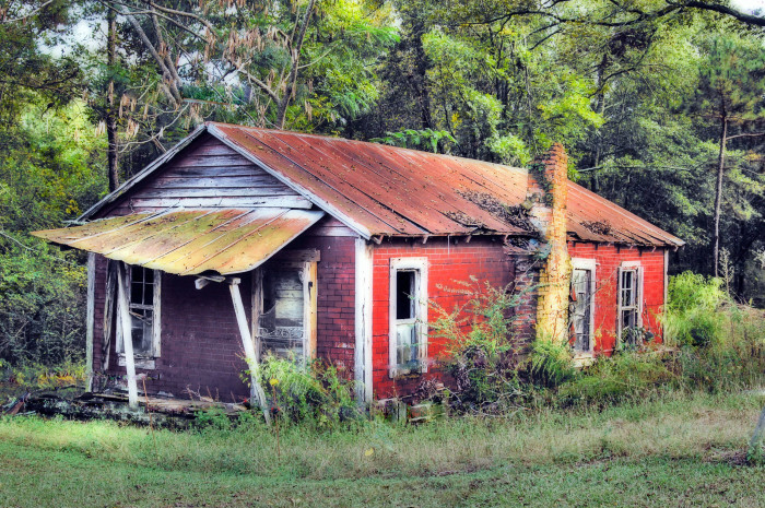 4. An amazing capture of an abandoned house in rural Alabama.
