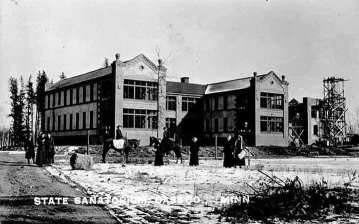 3. During the early 1900s the Minnesota State Sanatorium for Consumptives or Ah-Gwah-Ching Center was opened nearby  to treat tuberculosis patients and it later became a state nursing home, before being closed and torn down.
