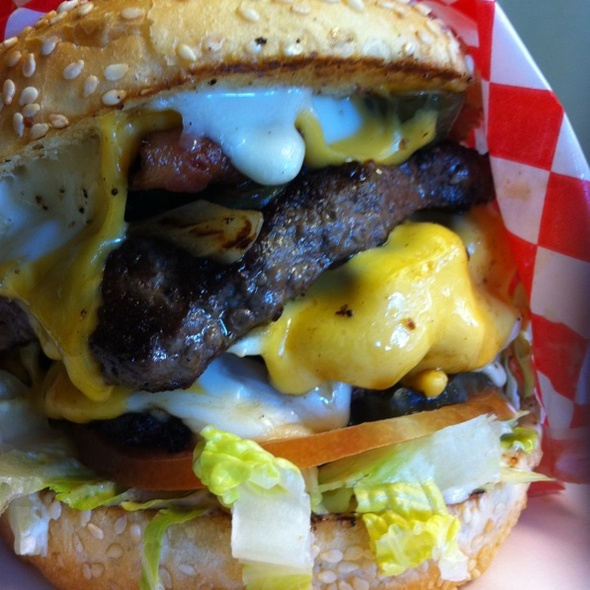 Alaska: RLE Hello Burger at Tommy's Burger Stop  - Anchorage