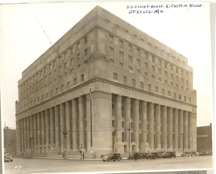 2.The United States Court House and Custom House in St. Louis.