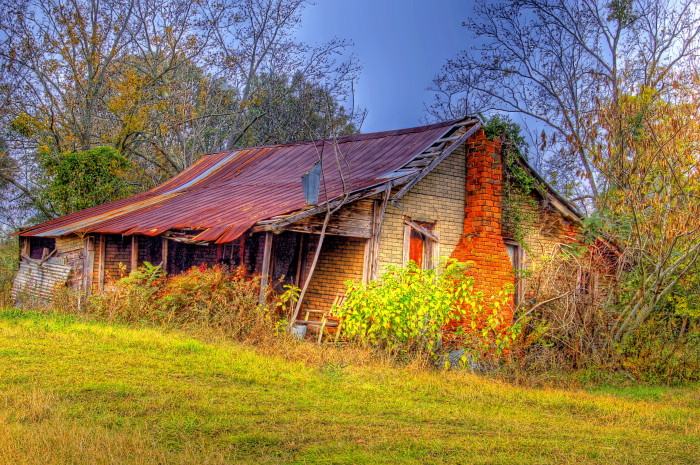 9. A colorful capture of an abandoned house in rural Alabama.
