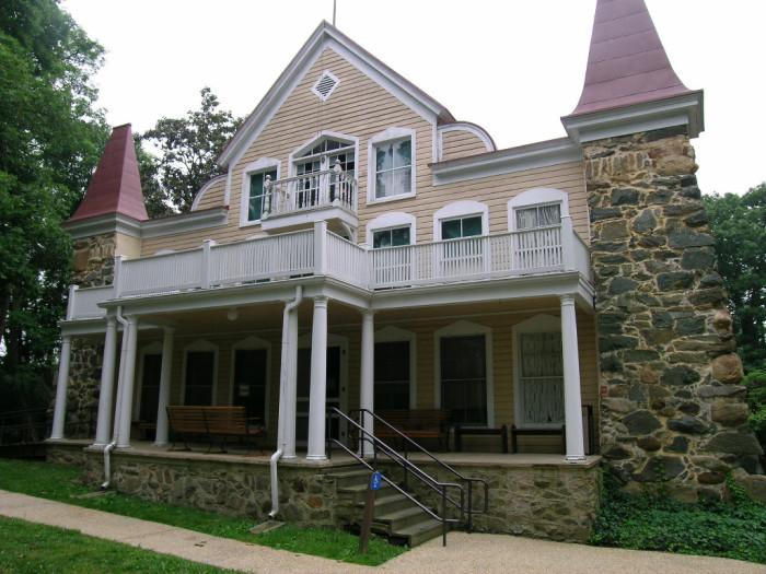 14) Clara Barton House, Glen Echo
