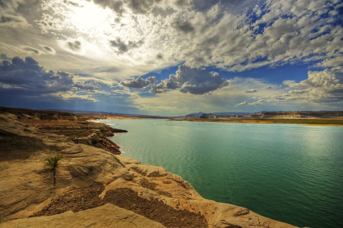 1. Lake Powell's shore length is 1,900 miles long. This is equivalent to walking the California coastline 2.25 times!