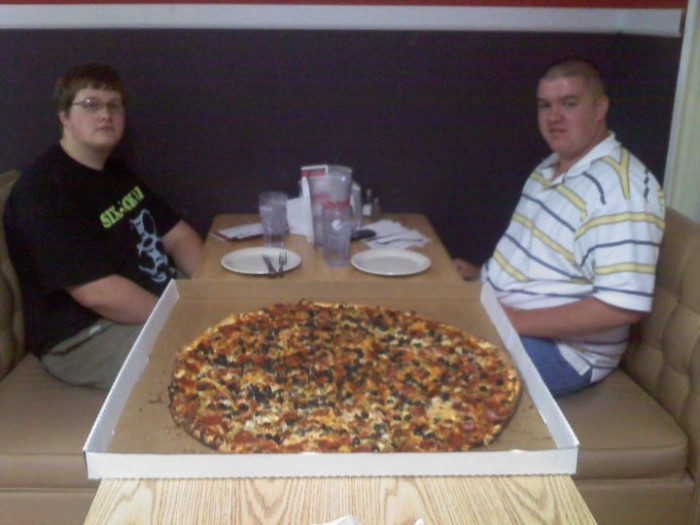 South Dakota: The Boss Hog Challenge at Boss' Pizza and Chicken (Sioux Falls)