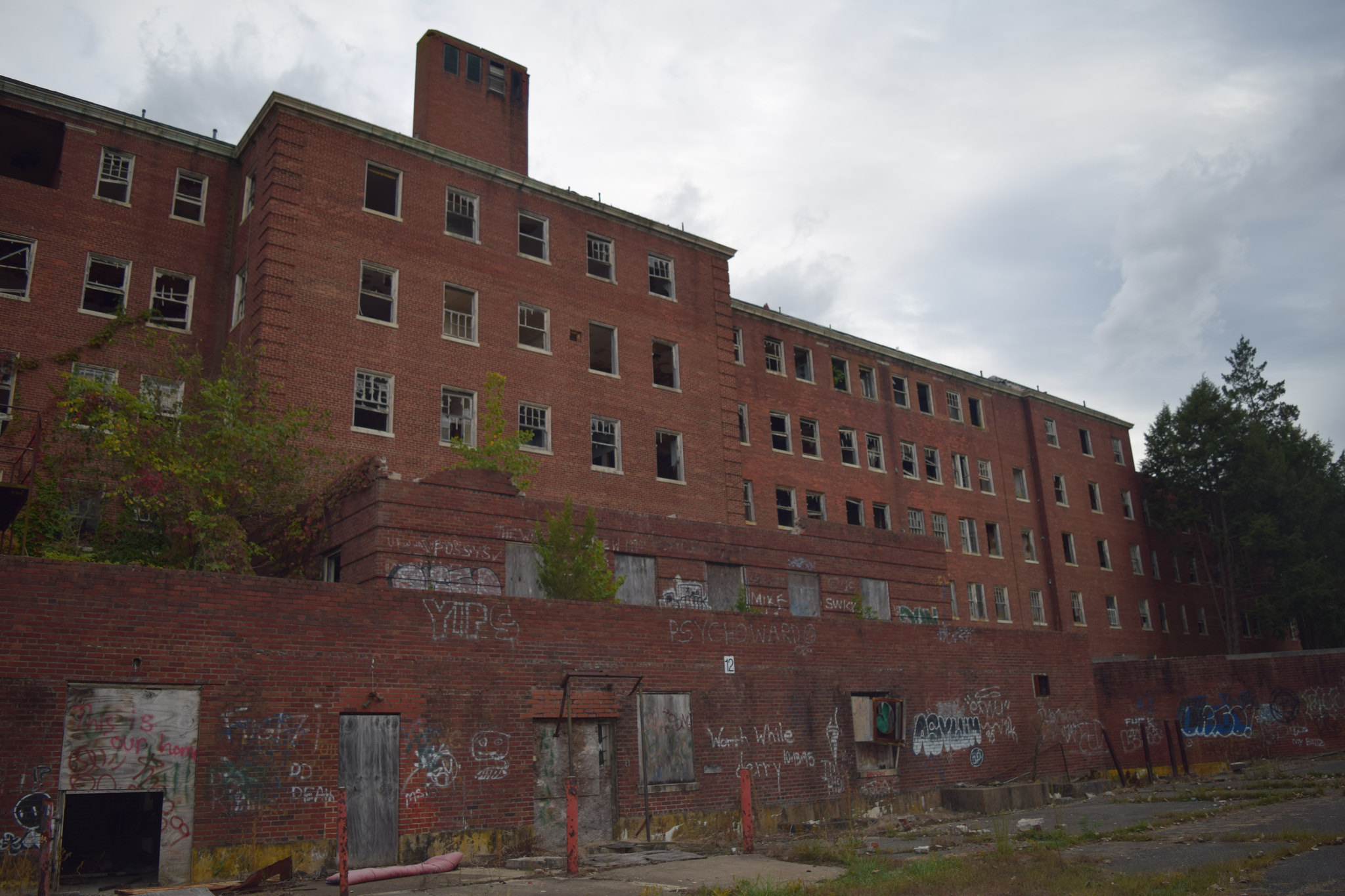 This Abandoned Sanatorium In Maryland Is Disturbing