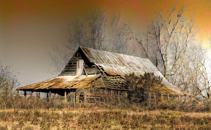 10. Even though this barn has seen better days, there's still something special about this photo.