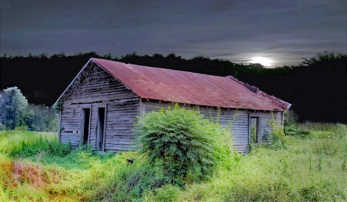 6. An incredible nighttime shot of an abandoned house in rural Alabama.