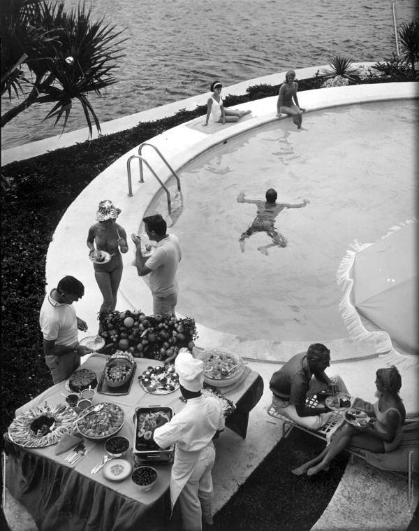 16. This photo shows a bird's-eye view of a pretty swanky Florida pool party.