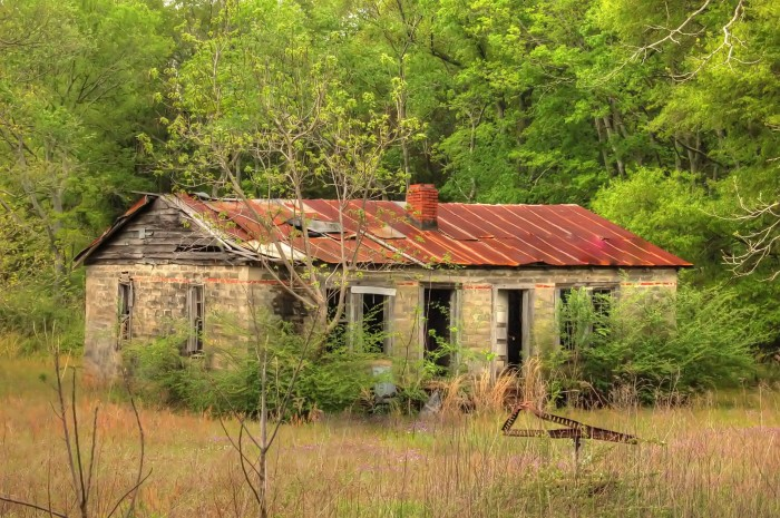 """2. Titled """"Deep Woods,"""" this abandoned house is located out in the middle of nowhere."""