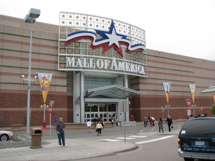 8. Aug 11, 1992 - The Mall of America (the biggest shopping mall in the country) opened in Bloomington.