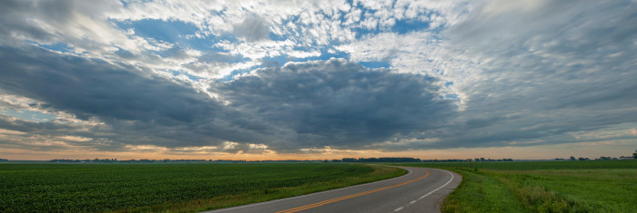 3. And the empty roads that stretch as far as the eye can see are much more relaxing than a busy city intersection.