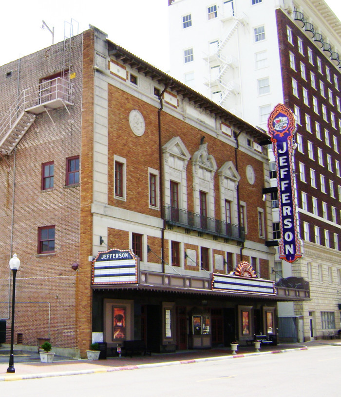 3. Jefferson Theatre (Beaumont)