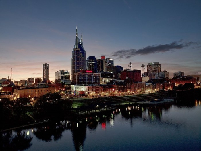 4) A pale sunset gets Nashville up in lights