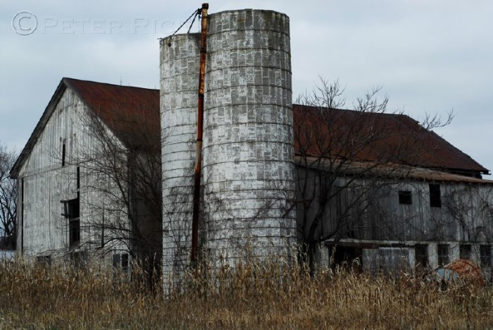 15) The beauty is in the details of this barn, that gives it an almost eerie vibe.