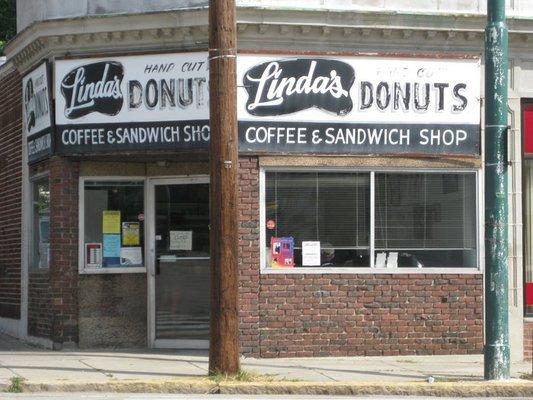 7.  Linda's Donuts, Belmont