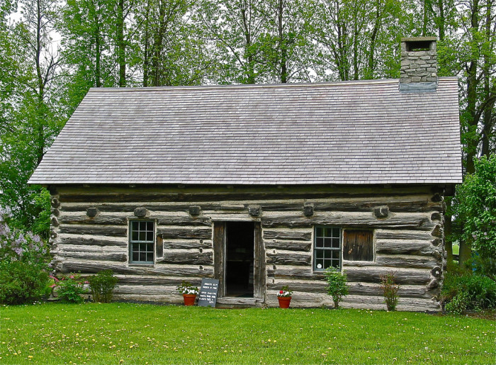 5.  Hyde Log Cabin in Grand Isle