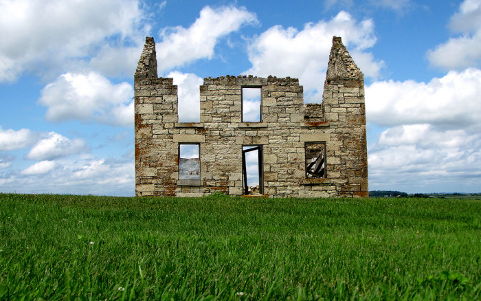 5. This old stone farmhouse from the 1870's looks like it would be right at home in ancient Europe, not here Allamakee County, Iowa.