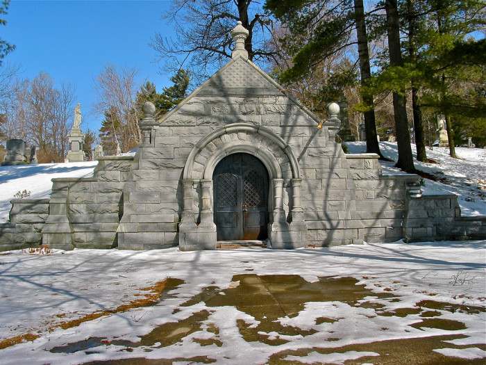 29. New Hampshire: Pine Hill Cemetery