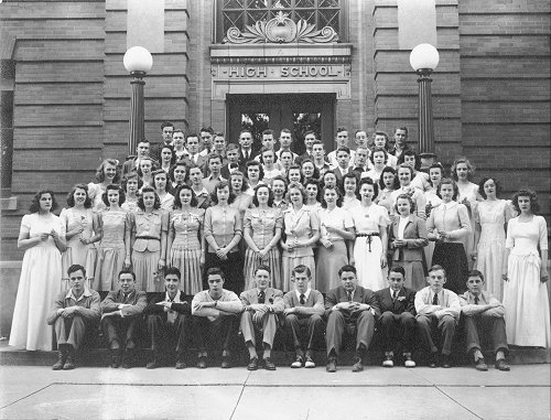 8. This group of high school students at Abraham Lincoln High School in Council Bluffs gather up for a class photo in 1943.