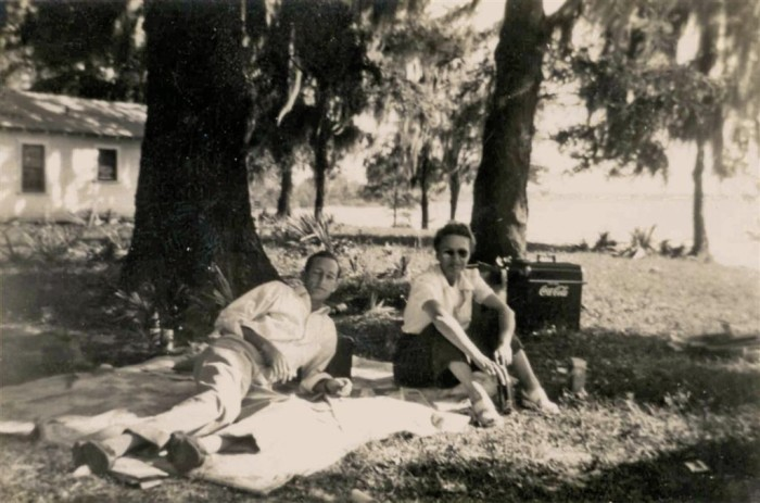 7. Gulf Coast residents enjoy a common pastime of the decade – picnicking.