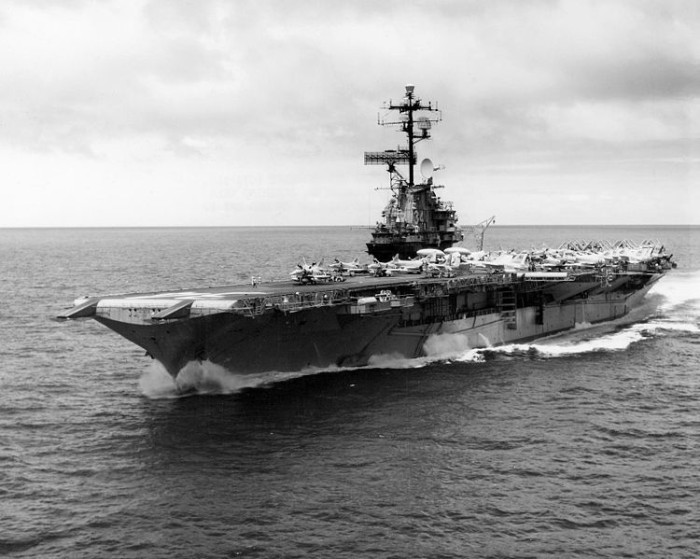 750px-USS_Oriskany_(CVA-34)_near_Midway_Atoll_1967