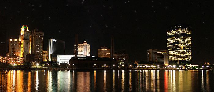 8. Toledo skyline at night