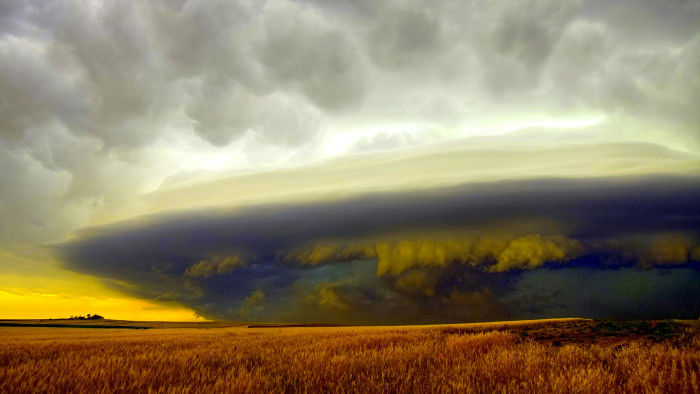 9. This stunning storm photo taken in Southerland looks truly alien.