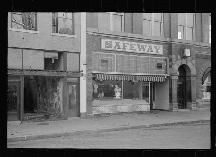 7. Chain store, Wymore, Nebraska - 1938