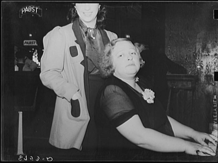 26. Entertainer in saloon at North Platte, Nebraska - 1938