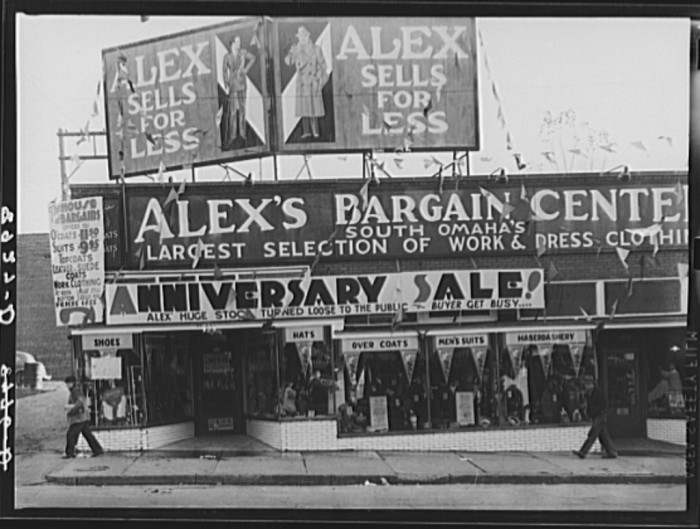 30. Store in south Omaha which caters to farmers of surrounding area. Nebraska - 1938