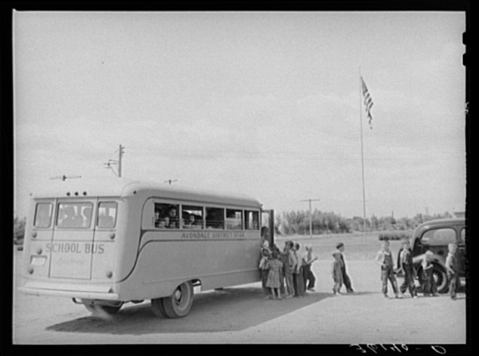 9. Older children leave the school bus to return home to their migratory camp in Agua Fria (1940).