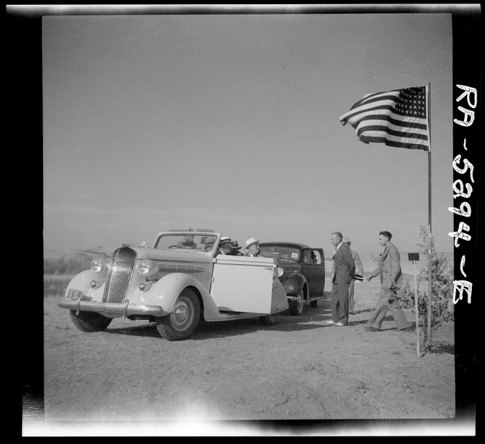 "7. ""President Roosevelt greeted on tour of drought area. Near Bismarck, North Dakota"""