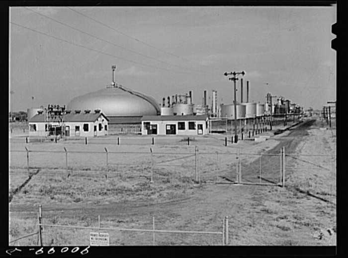 "5. ""Oil refinery. Augusta, Kansas. White Eagle division of Mobil Gas."""