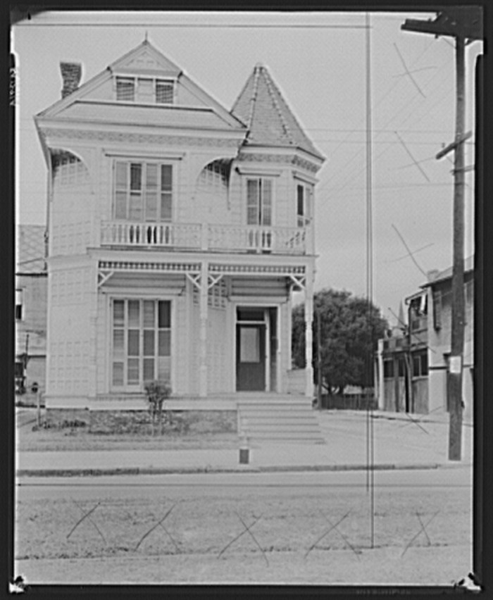 5. Victorian style New Orleans Mansion, January 1936