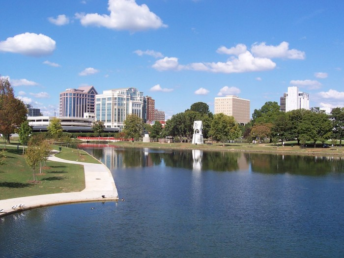 3. This beautiful skyline view of downtown Huntsville, Alabama was captured from Big Spring Park during the daylight hours.