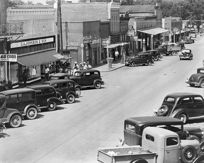 15. A typical afternoon in downtown Greensboro, Alabama during the 1930s.