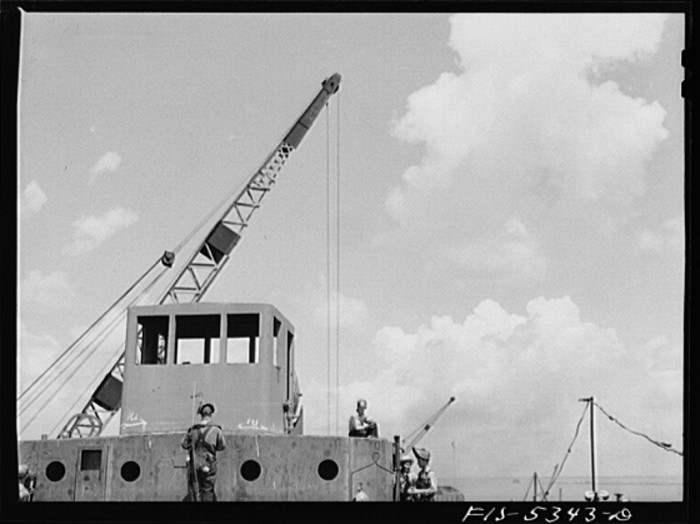 15. Ingalls Shipbuilding Company, Decatur. The wheelhouse of a barge is under construction - July 1942.