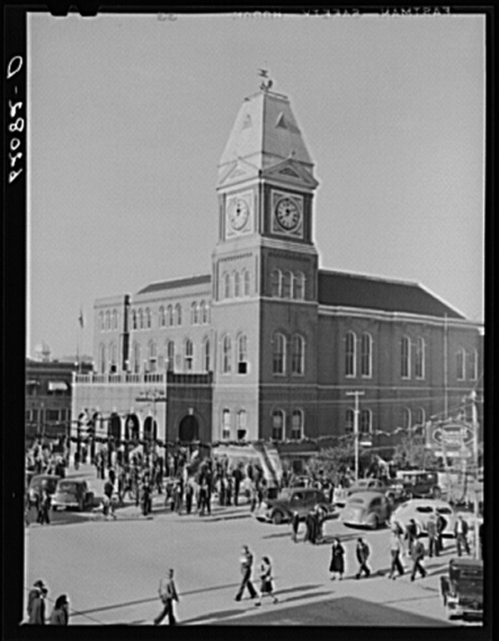 2. A Saturday afternoon at the courthouse in Gadsden - December 1940.