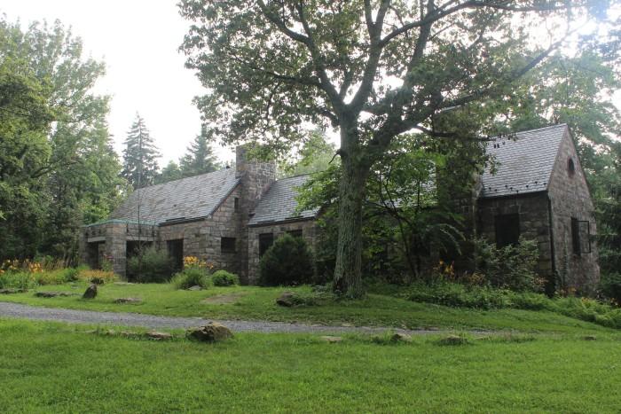 9. Bears Den Trail Center and Hiker Hostel, Bluemont