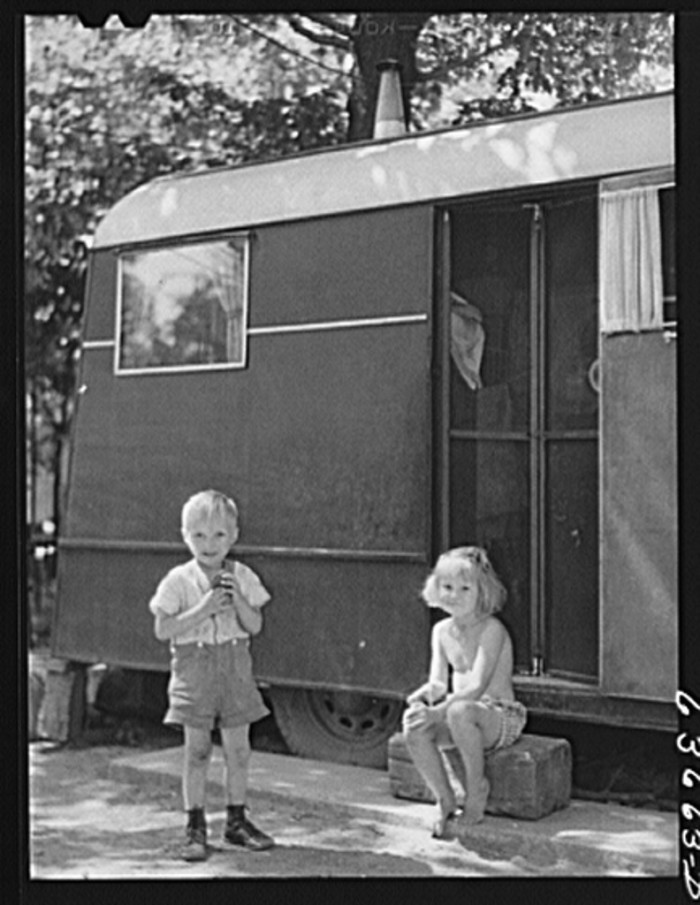 9) Children of defense worker living in Daniels trailer park in the Detroit outskirts, August 1941