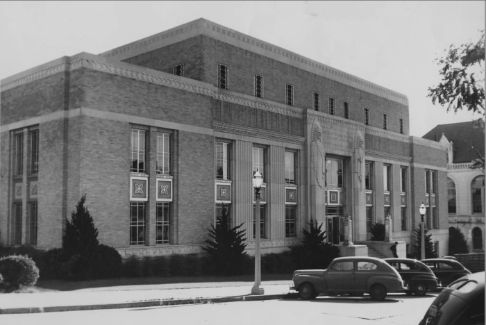 10.The Natchitoches area courthouse in the early 20th century.