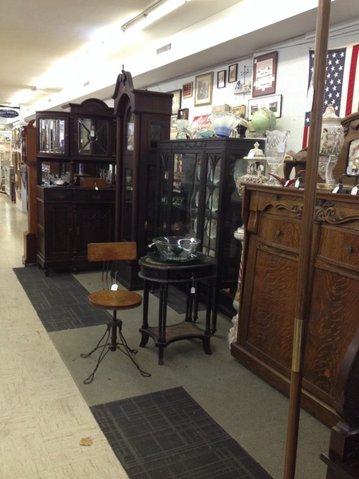 15 places in virginia to find amazing antiques. Black Bedroom Furniture Sets. Home Design Ideas