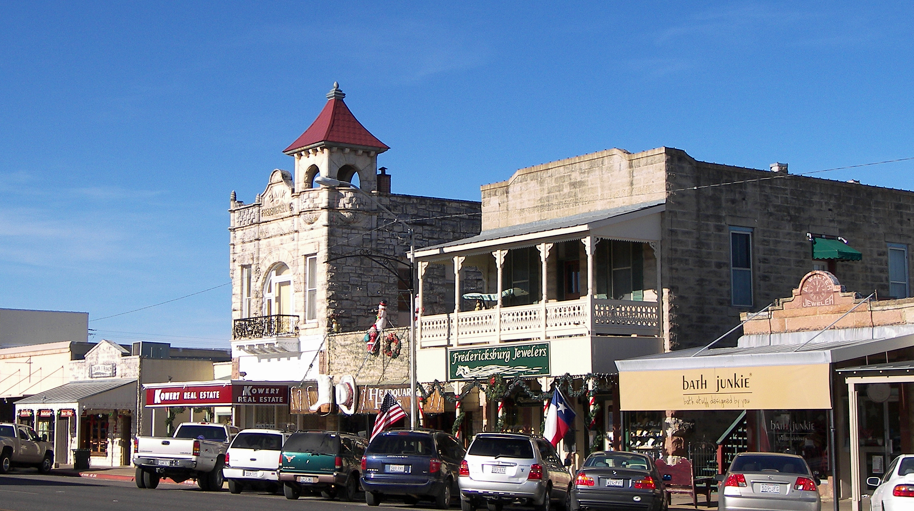 10 picturesque small towns in texas for Small towns in tennessee near memphis