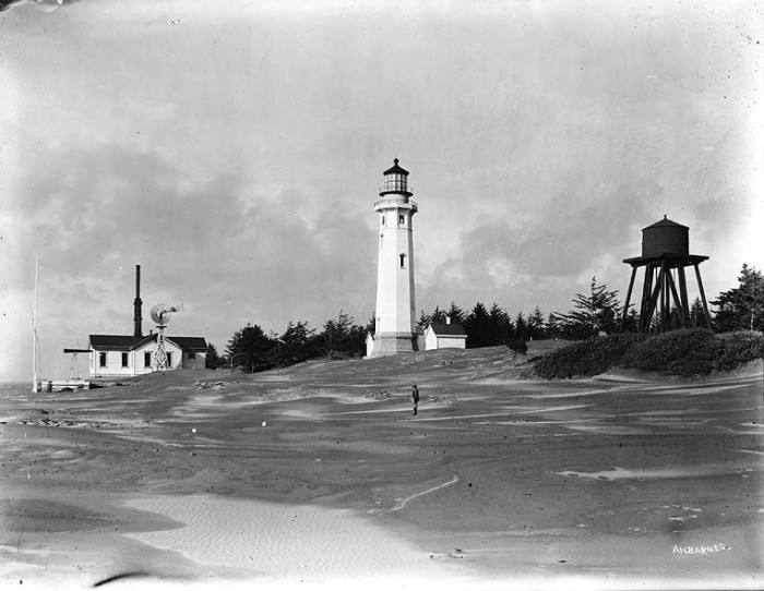 7. The Grays Harbor Lighthouse and water tower in 1910, overlooking the beautiful Pacific ocean.